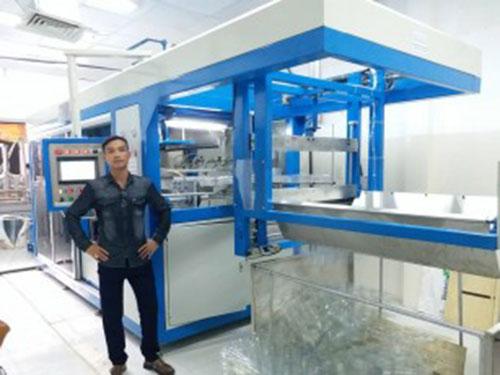 Máy định hình nhựa